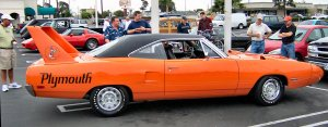 Plymouth_Road_Runner_Superbird